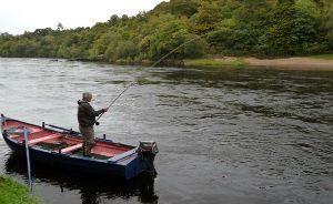 Ловля хариуса с лодки