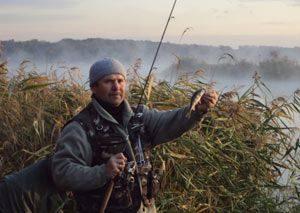 Как ловить окуня осенью на спиннинг