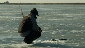 Зимняя рыбалка по первому льду - правила и рекомендации