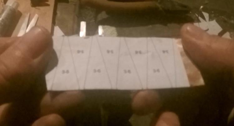Пластинки с наклееной бумажной разметкой