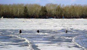 Рыбалка по перволедью на реке более рискована, чем рыбалка на пруду
